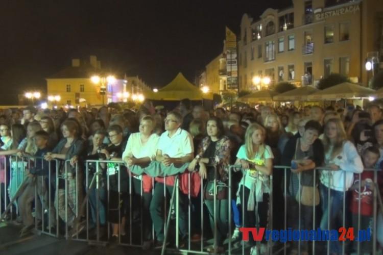 Time-lapse podczas koncertu AUDIOFEELS. Widok na publiczność MAGIC MALBORK czas 2 godz. 30 min. 08.08.2014