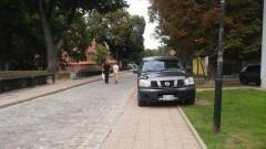 Mistrzowie(nie tylko)parkowania na chodniku przy zamku w Malborku – 29.08.2016