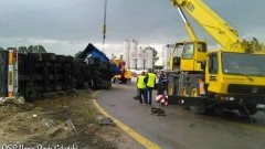 Nowy Dwór Gd. Tir wywrócił się na siódemce. Droga zablokowana. Objazd przez miasto - 22.09.2016
