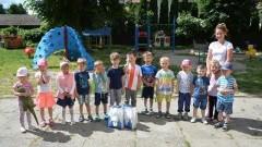 Przyjeżdżali do szkoły na rowerach, rolkach, wrotkach i hulajnogach, dostaną nagrody.