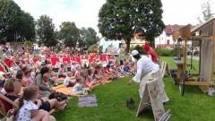 Plac przed Żuławskim Ośrodkiem Kultury zamienił się w wielką scenę teatralną. Piąty Festiwal Form Ulicznych Hybzio (foto i wideo relacja) - 16.07.2017