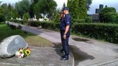 Malbork : Złożenie kwiatów przy tablicy upamiętniającej policjantów z powiatu malborskiego - 24.07.2017