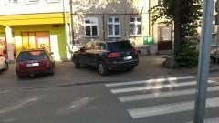 """Malbork: Drogowy """"Pan"""" może więcej. Łaskawy """"mistrz parkowania"""" zostawił jednak lukę dla pieszych – 04.08.2017"""