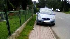 Na chodniku, przy pasach, pod znakiem. Mistrz(nie tylko)parkowania w Starym Targu - 22.08.2017