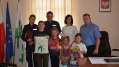 Nowy Dwór Gdański : Nowodworscy policjanci wręczyli wyprawki szkolne kilkunastu dzieciom z powiatu - 01.09.2017