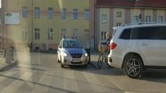 NDG.: Mega mistrz parkowania. Biały mercedes, i natychmiastowa kara. Wideo! - 16.10.2017