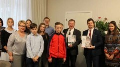 Burmistrzowie Miasta Malborka z uczniami Szkoły Podstawowej nr 2 adoptowali przedstawicieli zagrożonych gatunków - 08.11.2017