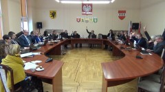 XXXVIII sesja Rady Powiatu Sztumskiego. Radni zatwierdzili i podsumowali pracę komisji stałych. Pytania o służbę zdrowia i drogi – 27.02.2018