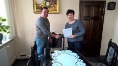 Podpisanie umowy na remont ul. Polnej w Stegnie