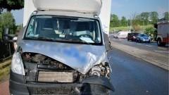 Zderzenie hondy civic z samochodem dostawczym.Kierowca samochodu osobowego Lotniczym Pogotowiem Ratunkowym trafił do szpitala.