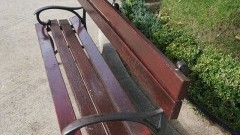 """""""Podczas dłuższego spaceru trzeba też usiąść i chwilę odpocząć"""" - 20 nowych ławek na terenie Nowego Stawu."""