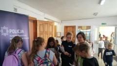 Kmiecin: Międzynarodowy Dzień Bez Przemocy - spotkanie policji z uczniami.