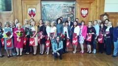 Nagrody Burmistrza Miasta Malborka dla 20 nauczycieli i dyrektorów malborskich przedszkoli i szkół podstawowych z okazji Dnia Edukacji Narodowej