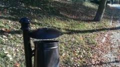 Sztum: Bezmyślność nie zna granic. Zniszczenie koszy na odpady na Bulwarze Zamkowym