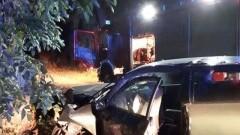 Wiśniówka: Zderzenie samochodu osobowego z drzewem.