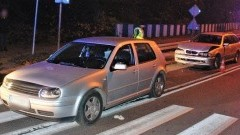 Zderzenie BMW z Golfem. Poszkodowana kobieta trafiła do szpitala.