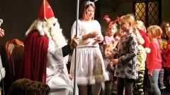 Na wizytę ze Św. Mikołajem przybyło mnóstwo dzieci. O czym marzą? Za nami Mikołajki w Nowym Stawie