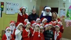 Niebieski Mikołaj odwiedził dzieci z malborskich szkół.