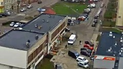 Malbork: Kierowca wysiadł, a samochód odjechał. Nietypowa kolizja w oku kamery