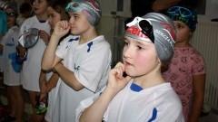Gwiazdkowe medale najmłodszych pływaków MAL WOPR w Gnieźnie.