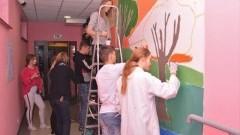 Mural ostatniego rocznika gimnazjalistów w Kmiecinie.
