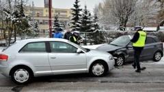 Zderzenie Audi z Hyundaiem. Poszkodowana trafiła do szpitala.