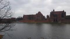 Żałoba po śmierci prezydenta Gdańska. Flaga na wieży Zamku w Malborku opuszczona do połowy masztu