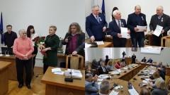 Wręczono Medale 100-lecia odzyskania Niepodległości Polski i za zasługi dla obronności kraju. VI sesja Rady Miejskiej w Nowym Stawie. Retransmisja