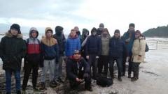 Młodzież z Malborskiego Ośrodka Wychowawczego sprzątała plaże w Kątach Rybackich