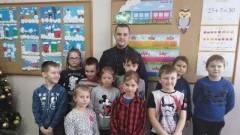 Powiat malborski: Policjanci rozmawiają z uczniami o bezpieczeństwie podczas ferii.