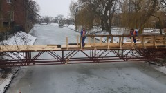 Nowy Dwór Gdański: Montaż elementów tymczasowej kładki dla pieszych - aktualizacja