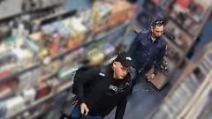 Mogą mieć związek z kradzieżą. Dwaj mężczyźni poszukiwani. Udostępnij.