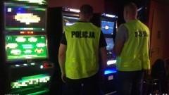 Nielegalne kasyno... w piwnicy. Zobacz !