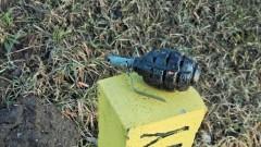 Porzucony granat. Nietypowe znalezisko blisko przystanku autobusowego.