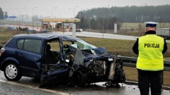 Zderzenie czołowe Opla z Mercedesem na A1. Jedna osoba nie żyje.