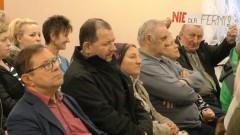 Chlewnia na 40 tys. świń powstanie w Waplewie? Inwestor uspokaja, mieszkańcy protestują.