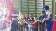 Cyrk wystąpił dla uczniów Szkoły Podstawowej w Mikoszewie.
