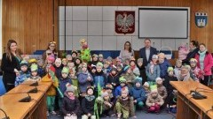 Wiosenna wizyta przedszkolaków w Urzędzie Miasta w Nowym Dworze Gdańskim