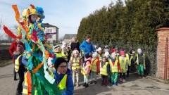 Marynowy: Przedszkolaki i najmłodsi uczniowie świętowali przyjście wiosny.