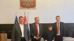 """Dzieci ze Starego Pola nagrodzone w konkursie """"Bezpiecznie na wsi: maszyna pracuje, dziecko obserwuje""""."""