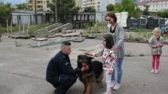 """Dzieci z półkolonii z Centrum Zabaw """"Pozytywka"""" zwiedziły malborską komendę."""