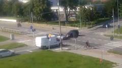 Na skrzyżowanie wjechał na czerwonym. Głupota i brawura mieszkańca powiatu sztumskiego.[wideo]