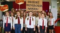 Malbork: PRL-owskie otrzęsiny klas pierwszych w II LO