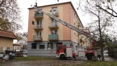 Starsza kobieta nie otwierała drzwi. Strażacy użyli podnośnika i weszli do mieszkania.