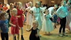 Wróżki i czarodzieje opanowali Nowy Staw podczas andrzejkowej zabawy dla dzieci.