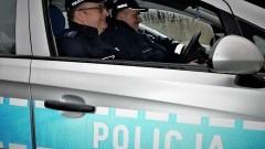 Szybka reakcja policjantów uratowała życie starszej kobiecie.