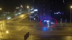 Po upadku mężczyzna leżał na ziemi. Po chwili został pobity i okradziony. Zajście zostało nagrane.