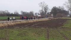 W jedności siła – spontaniczny marsz dla pogorzelców z Cis zgromadził prawie setkę osób.