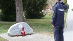 Komendant Powiatowy Policji w Malborku oddał hołd pamięci ofiarom Zbrodni Katyńskiej.