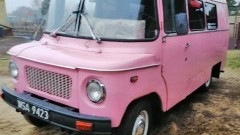 Poszukiwany sprawca kradzieży i zniszczenia zabytkowej różowej Nysy. Właściciel prosi o pomoc.